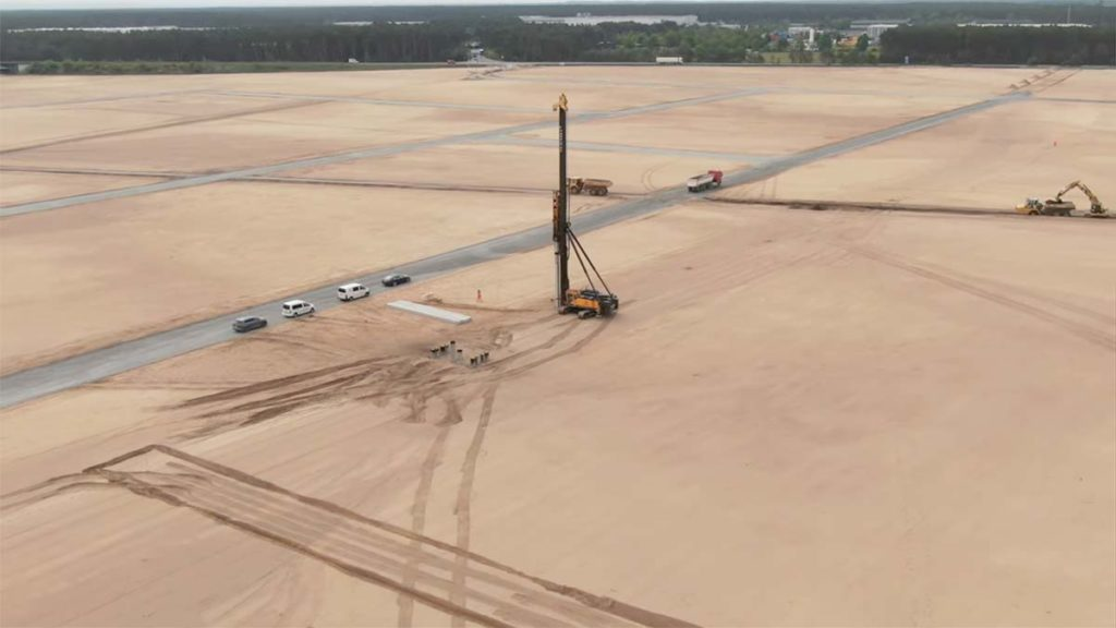Tesla Gigafactory Berlin - More foundations laid after the first pile driver.