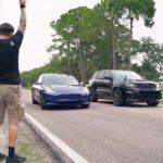 Tesla Model 3 vs. Jeep Trackhawk drag race (cars at the start line).