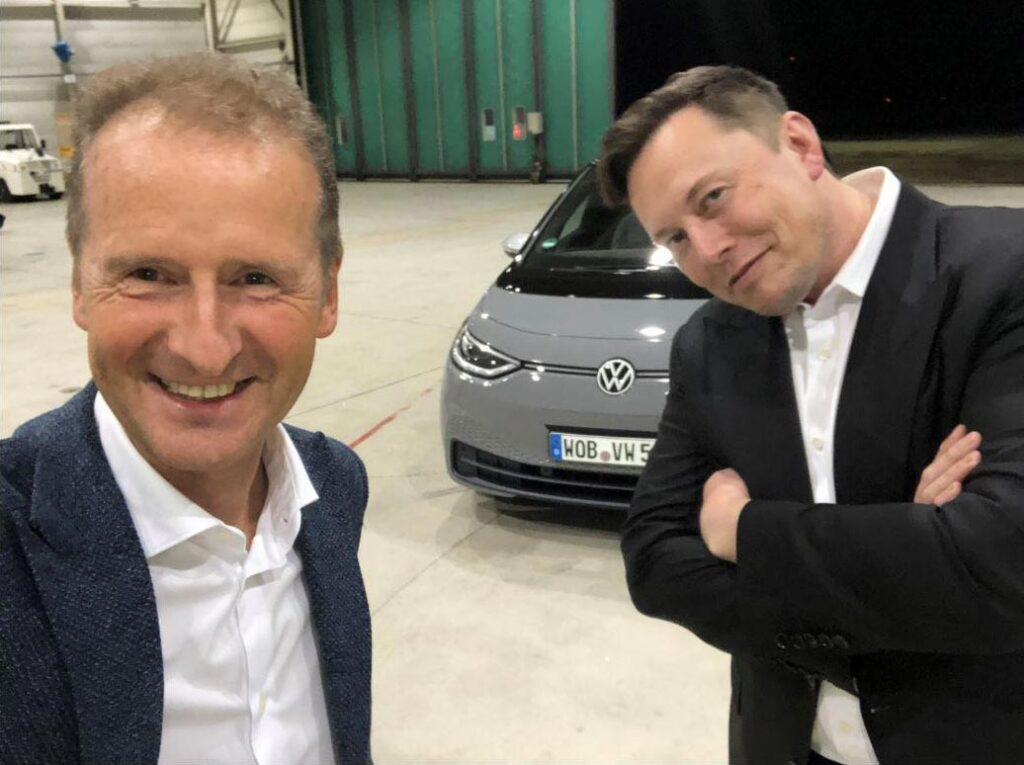 Herbert Diess and Elon Musk with the VW ID.3 in the background.