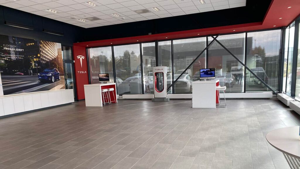 Tesla Store in Norway is empty because all vehicles have been sold.