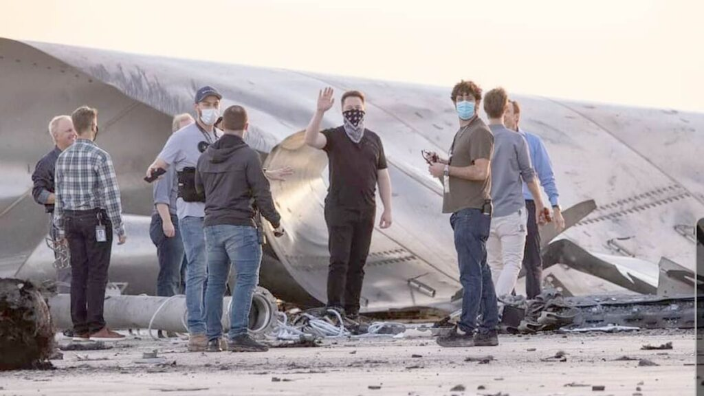 Elon Musk visits the remnants of Starship SN8 prototype destryed on landing.