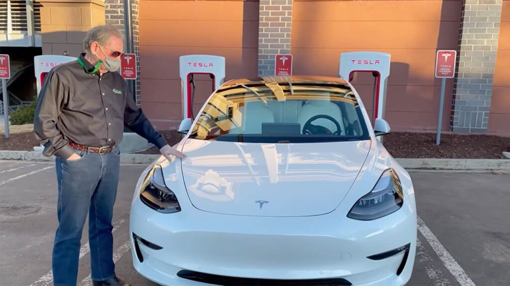 Sandy Munro checking out the 2021 Tesla Model 3.