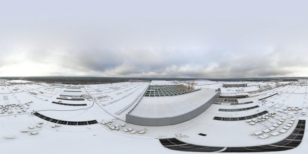 The giant Gigafactory Berlin roof in snow. Aerial photo taken on 01-30-2021 by Tobias Lindh / YouTube.