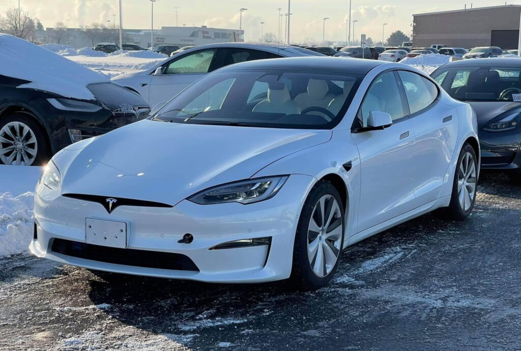 Design refresh 2021 Tesla Model S spotted with round steering wheel (exterior photo).
