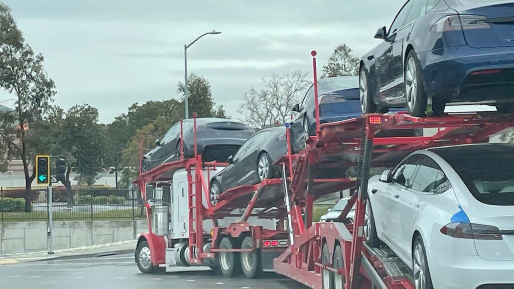 2021 Tesla Model S refresh cars spotted leaving the Fremont factory on a car carrier trailer.