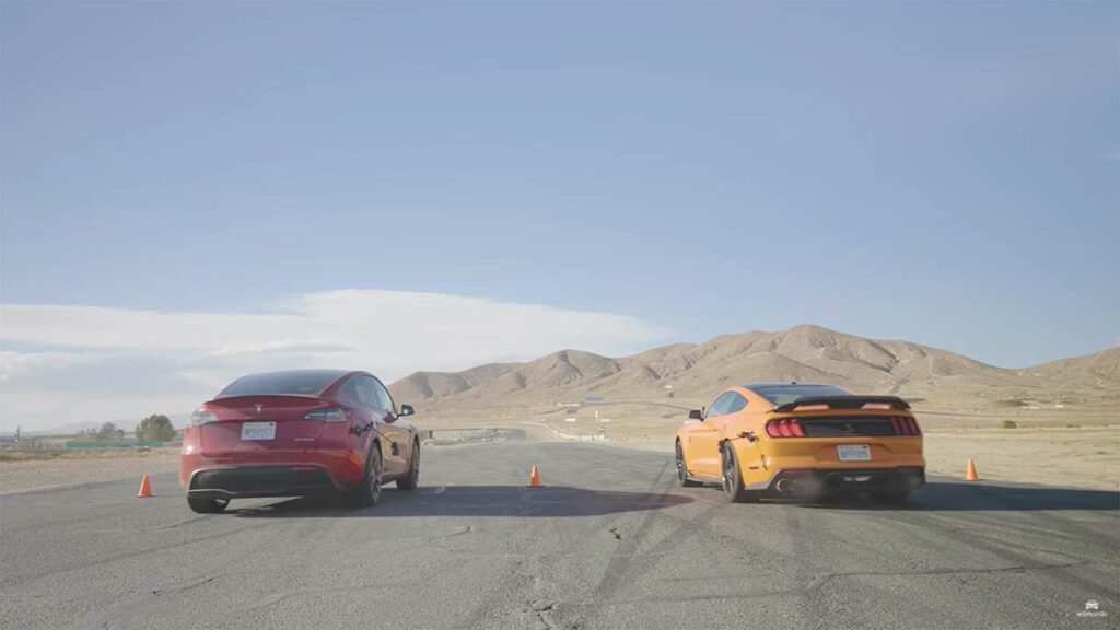 Tesla Model Y Performance and Ford Mustang Shelby GT500 in a drag race.