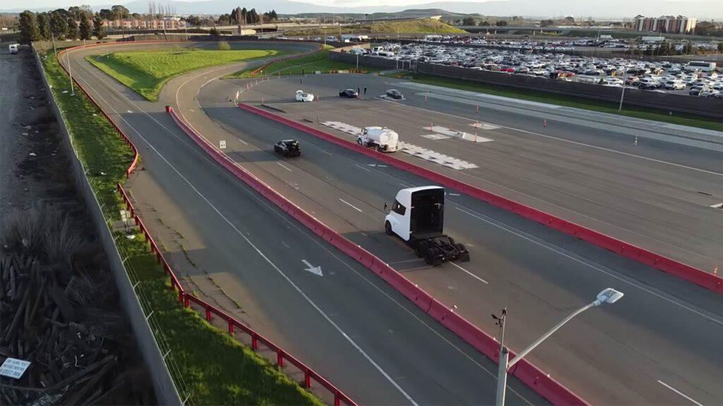 Tesla Semi Truck filmed on the Tesla's Fremont factory test track.
