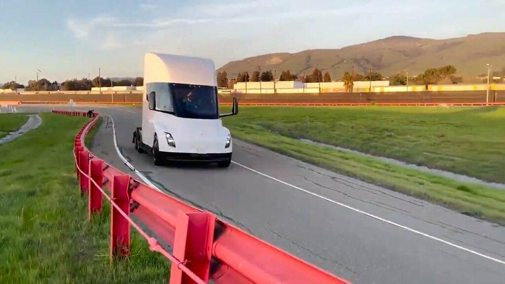 Tesla Semi Truck zipping through the Tesla Fremont test track.