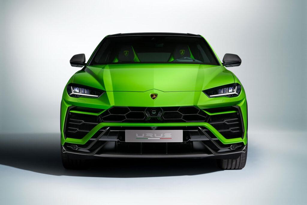 2021 Lamborghini Urus in Urus Pearl Capsule color (green).